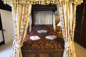 Picture of Four-Poster Suite